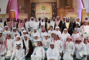 بالصور ..حلقات جامع حمزة بن عبدالمطلب بالجبيل تحتفل بتخريج حفظة كتاب الله