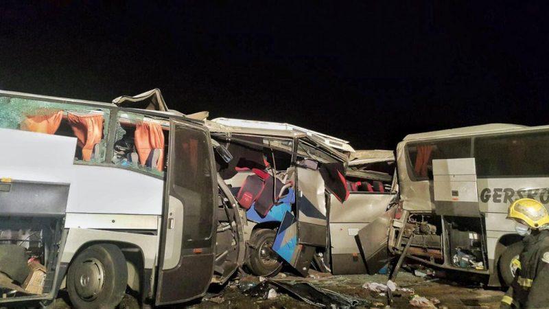 6 وفيات و 78 مصابًا في حادث تصادم 5 حافلات بطريق القصيم-المدينة