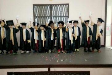 بالصور ..حفل تخرج لرياض الأطفال و مدرسة صفية بنت حيي