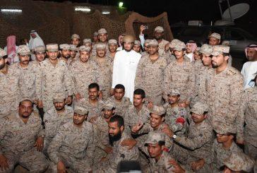 وزير الثقافة والإعلام يلتقي الجنود المرابطين في الحد الجنوبي