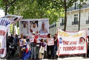 """بالفيديو والصور: مظاهرة أمام سفارة قطر في باريس تنديدا بتمويل الدوحة """"للإرهاب"""""""