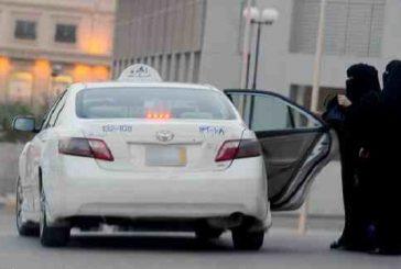 """مواطنتين يقفزن من سيارة أجرة..بعد تحرش """"سائق باكستاني"""" بهن"""