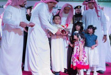 بالصور..أمير منطقة الباحة يكرم أسر شهداء الواجب