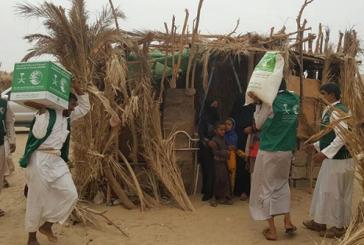 """مركز الملك سلمان يغيث نازحي """"الجوف"""" اليمنية"""