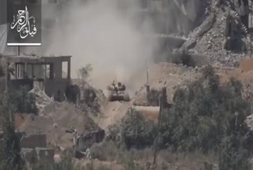 شاهد لحظة تفجير دبابة تابعة لنظام بشار الاسد بصاروخ حراري في سوريا