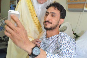 أمير المنطقة الشرقية يزور رجال الأمن المصابين