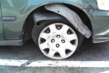 ماذا تفعل في حال انفجر إطار سيارتك؟