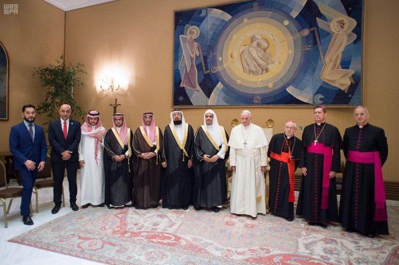 بابا الفاتيكان يستقبل الأمين العام لرابطة العالم الإسلامي