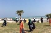 100 فلبيني ينظفون شاطئ العقير.. مشاركة للسعوديين فرحتهم بيومهم الوطني