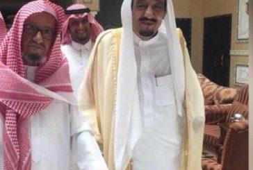 خادم الحرمين يزور الشيخ الشثري في المستشفى للاطمئنان على صحته