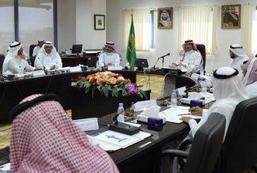 وزير الثقافة والإعلام يبحث فرص الاستثمار مع رجال الأعمال في جدة