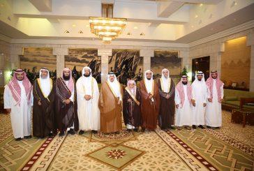 أمير منطقة الرياض يستقبل أعضاء جمعية مكنون