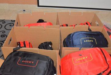 """"""" بادرة خير"""" يختتم مبادرته بتوزيع 100 حقيبة مدرسية"""