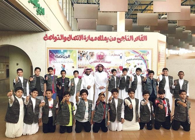 22 طالباً يمثلون فريقا تطوعيا لتنظيم سير الزيارات الخارجية في بقيق