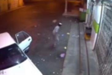القبض على 3 جناة قاموا بسرقة بقالة بمحافظة العيص (فيديو )