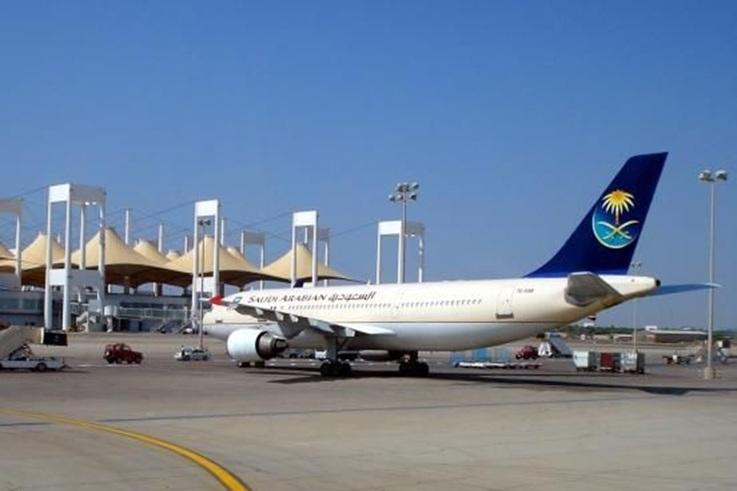 صاعقة رعدية تضرب مطار الملك عبد العزيز الدولي بجدة