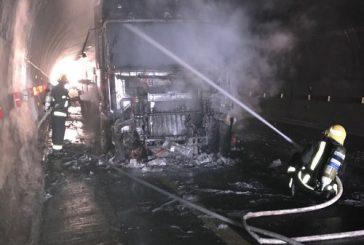 الدفاع المدني يسيطر على حريق في شاحنه بعقبة الباحة