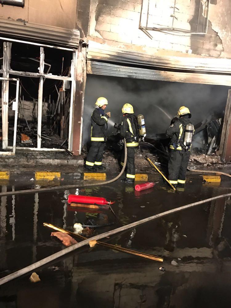مدني تبوك ينجح في السيطرة على حريق بالسوق الدولي