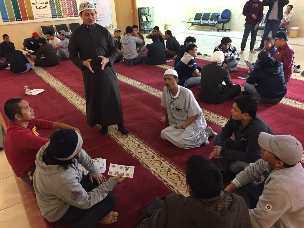 """""""50"""" مسلم جديد يشاركون في دورة """"علمني الصلاة """""""