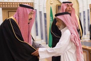 بالصور.. خادم الحرمين يعزي أسرة القاضي الجيراني
