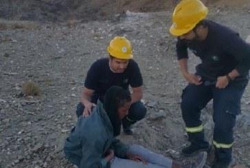 مدني الباحة ينجح في العثور على الوافد المفقود ..  في حالة اعياء
