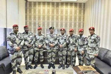 """""""الحربي"""" يقلد عدد من منسوبي قوات الطوارىء الخاصة رتبتهم الجديدة"""