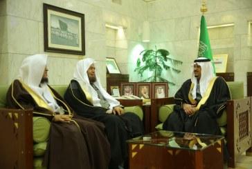 """الأمير محمد بن عبدالرحمن يستقبل أعضاء جمعية """" مكنون """""""