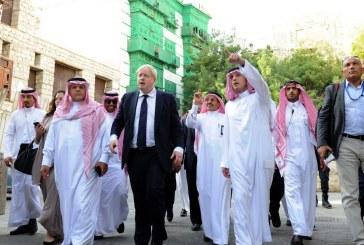 """بالصور.. """"الجبير"""" يصطحب وزير خارجية بريطانيا في """"جدة التاريخية"""""""