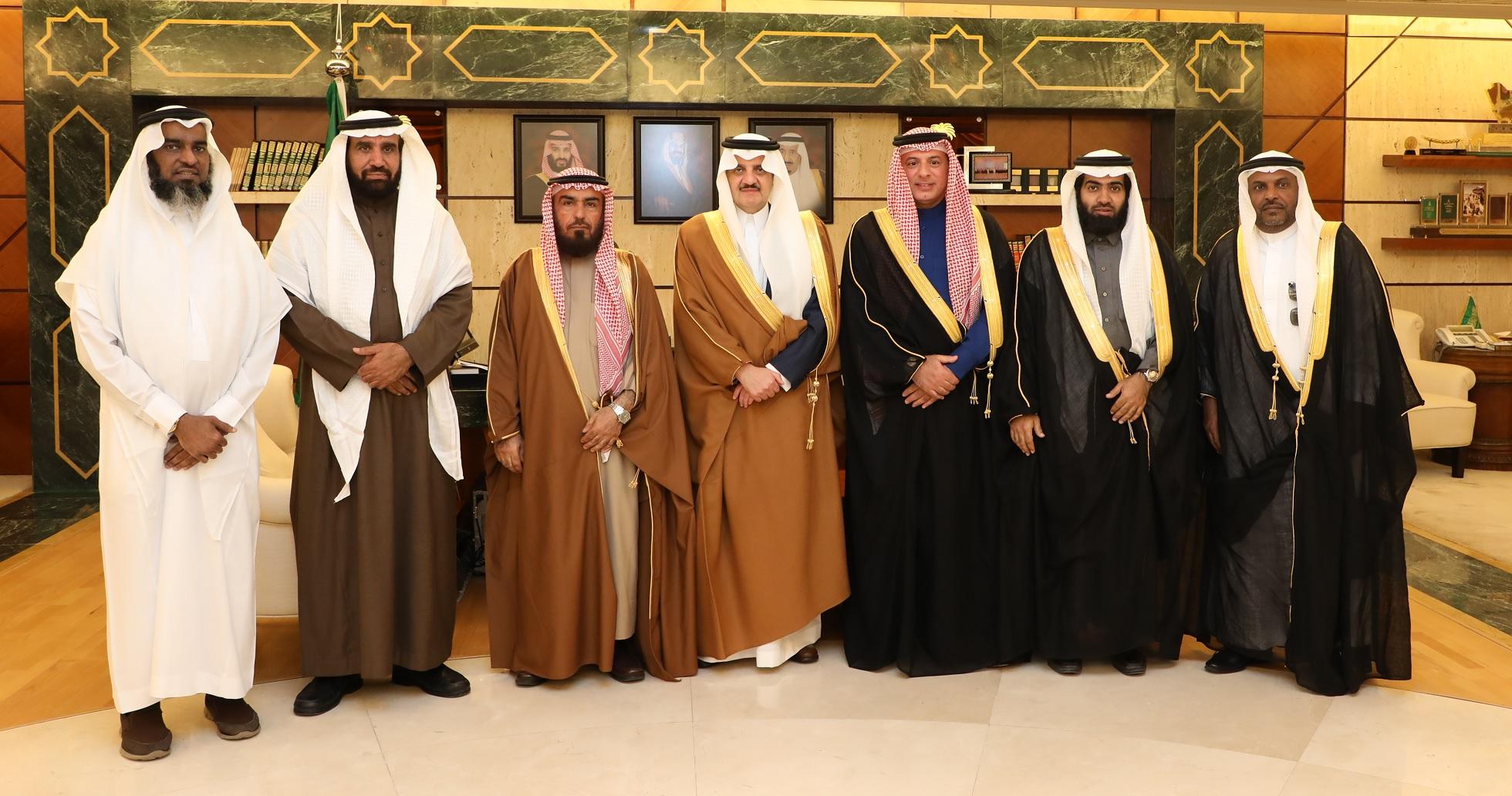 الأمير سعود بن نايف يطلع على برامج جمعية أيتام الجبيل