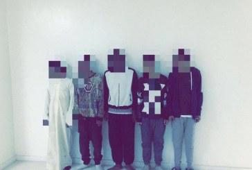 الرياض..القبض على 5 شباب سرقوا سيارة مواطن وحاولوا اقتحام منزله بإطلاق النار عليه (فيديو)