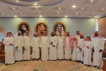 محافظ المخواة يُكرم الطلاب الفائزين في مسابقة الملك سلمان لحفظ القرآن