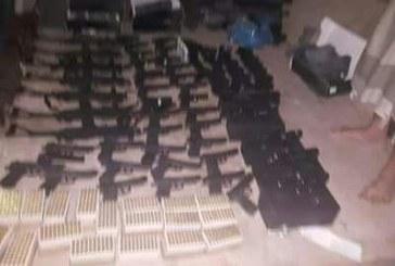 بالصور.. إحباط تهريب أسلحة من صنعاء عبر باص للركاب