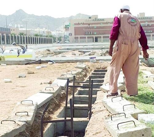 """""""أمانة مكة"""" تنفي تسجيل قبور بصكوك بمقبرة الشرائع.. وعمال بالمقبرة: وجدنا 120 جثماناً لأفارقة غير متحللة"""