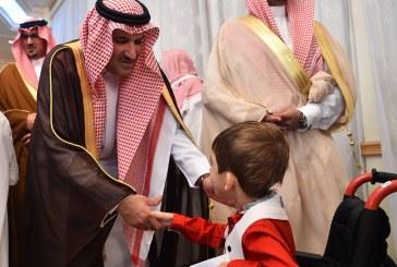 """أمير المدينة يكرم طالب """"مكنون"""" في جائزة الأمير سلطان لحفظ القرآن للأطفال المعوقين"""