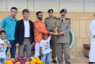 """""""الزهراني"""" يسلم الفائز بكأس الأمن العام في ميدان الملك عبدالعزيز للفروسية"""