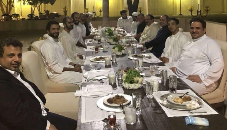 بلا رسميات ولي العهد يستضيف رؤساء الدول العربية على مأدبة عشاء