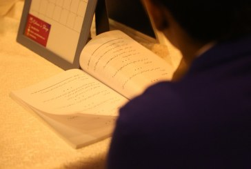 """بالصور.."""" بادرة خير"""" التطوعي يحيي ثقافة القراءة..بأكثر من 260 كتاب وزع على الزوار"""