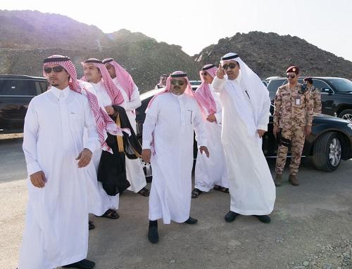 أمير الباحة يقف على طريق العقيق – جرد