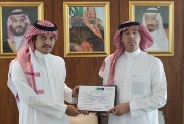 وزير الإعلام يسلم الرخصة السينمائية الثالثة لاتحاد «الراشد – امباير»