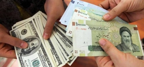 إيران.. انهيار العملة المحلية يدفع المركزي للاستسلام