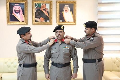 """"""" العسيري """" يقلد ياسر بن فهد الرشيدان رتبته الجديدة إلى عقيد"""
