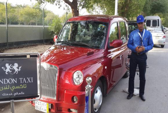 «تاكسي لندني» بمطار الملك فهد الدولي بالدمام