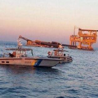 """غرق بارجة تابعة لـ""""أرامكو"""" وإنقاذ 24 من طاقمها"""