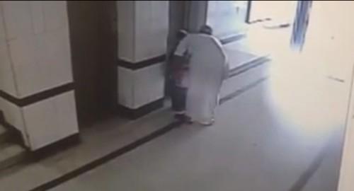 """""""شرطة الشرقية"""" تقبض على الشاب المتحرش بــ""""طفلة المصعد"""""""