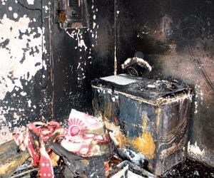 انهيار مسعف فوجئ أثناء مباشرته حريقاً بأن القتلى زوجته وأبناء أخيه