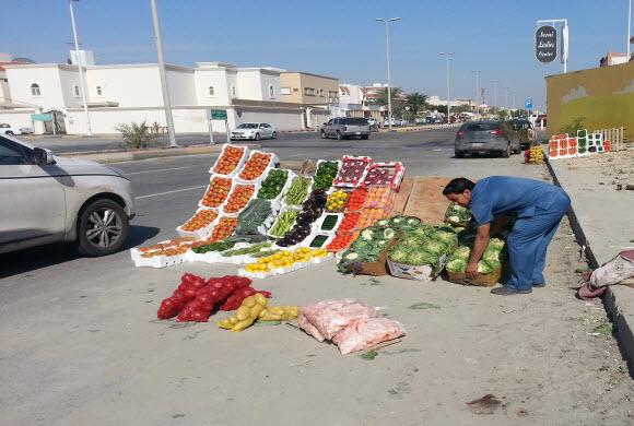 بلدية الظهران… تنفذ حملات مكثفة على المناطق العشوائية بطريق بقيق القديم