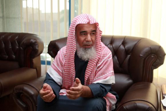 مفتى الشرقية المطلق: استخدام الجوال اثناء القياده حرام