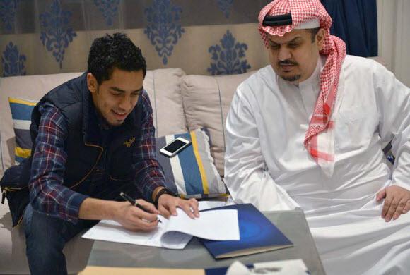 عبدالعزيز الدوسري هلالياً لخمسة أعوام مقبلة