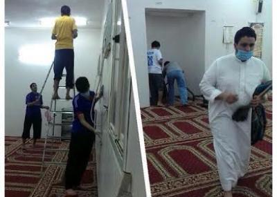 شباب ينظفون مسجداً على طريق أبها – الدرب.. الأكثر إعجاباً
