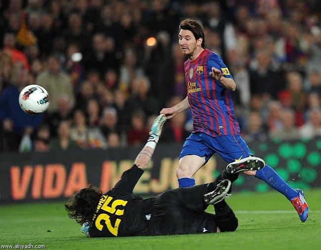 ميسي يقود برشلونة لفوز كبير.. والريال يتجاوز غرناطة